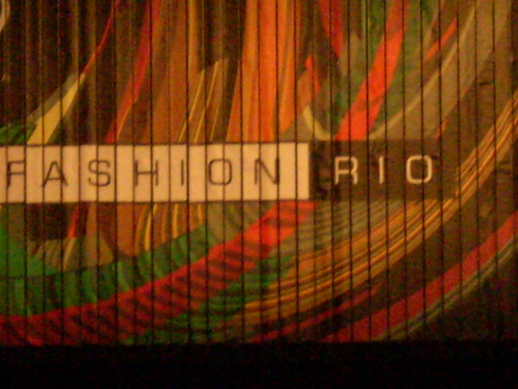 http://forademoda.files.wordpress.com/2008/12/fashion-rio-002.jpg